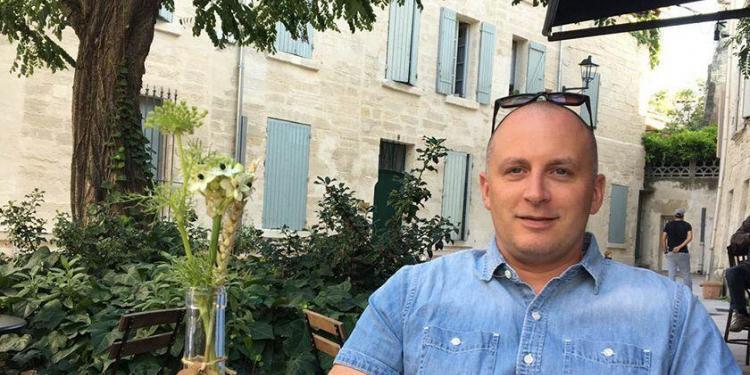 Englishman Provence Expat Living Avignon