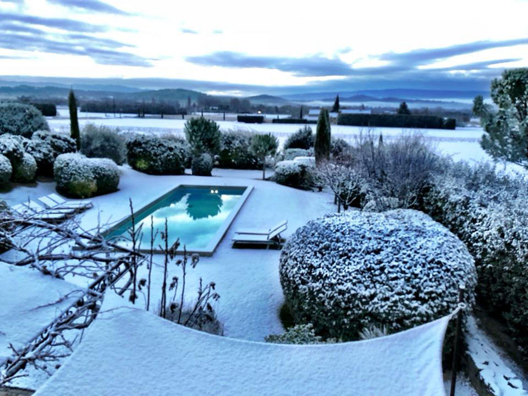 Winter House Sitting Provence Le Mas de Rosemarie in the snow