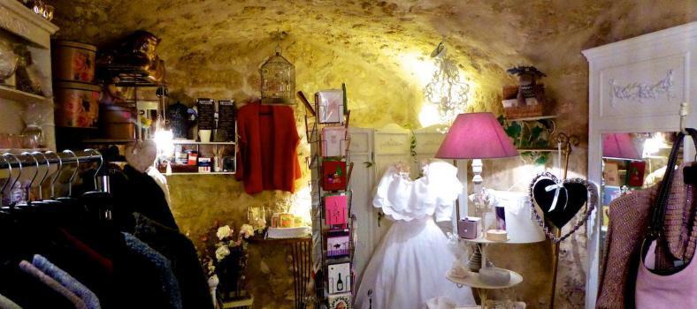 Lourmarin Shopping Rose Bagatelle