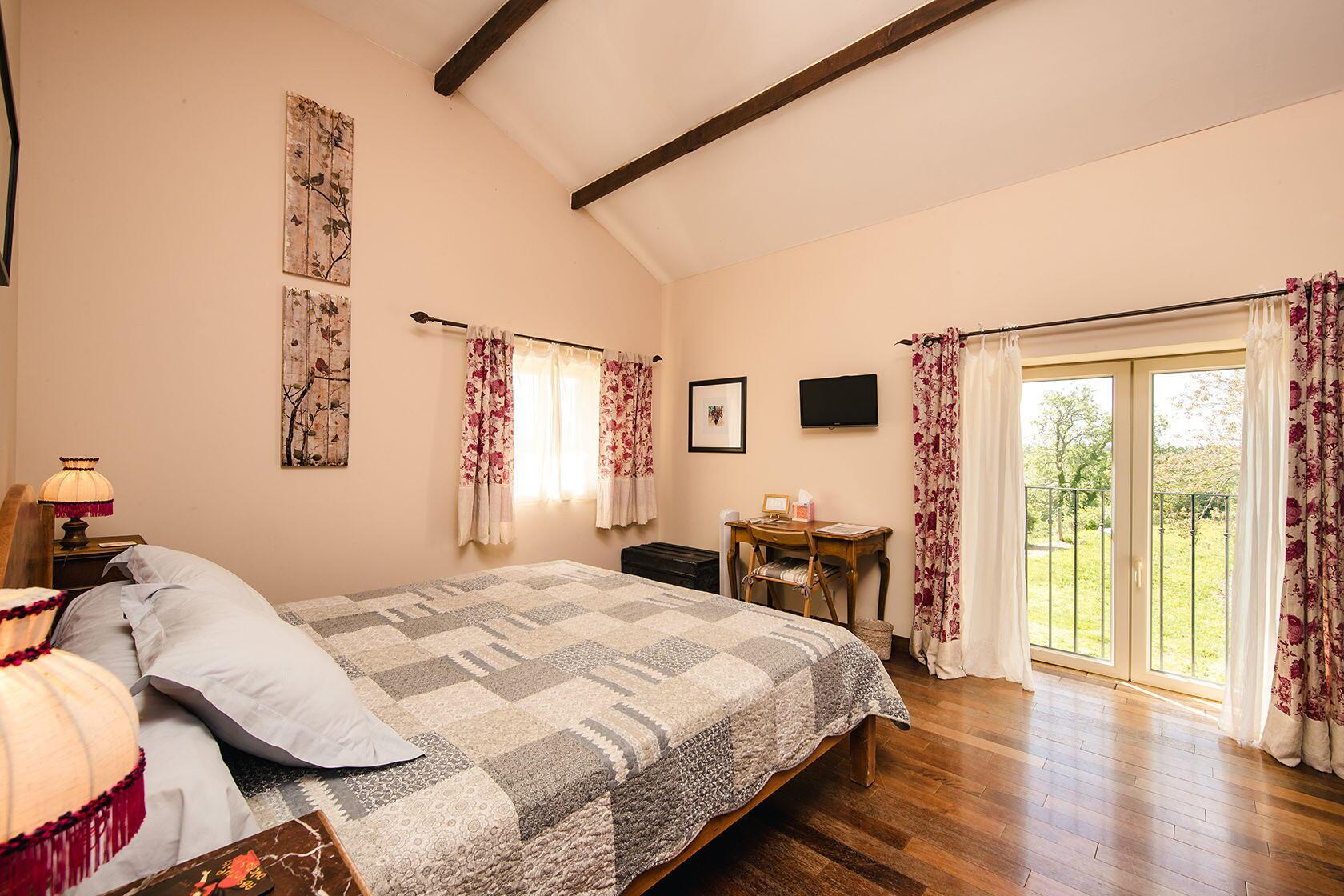 Domaine Rouge-Bleu Grenache guest room