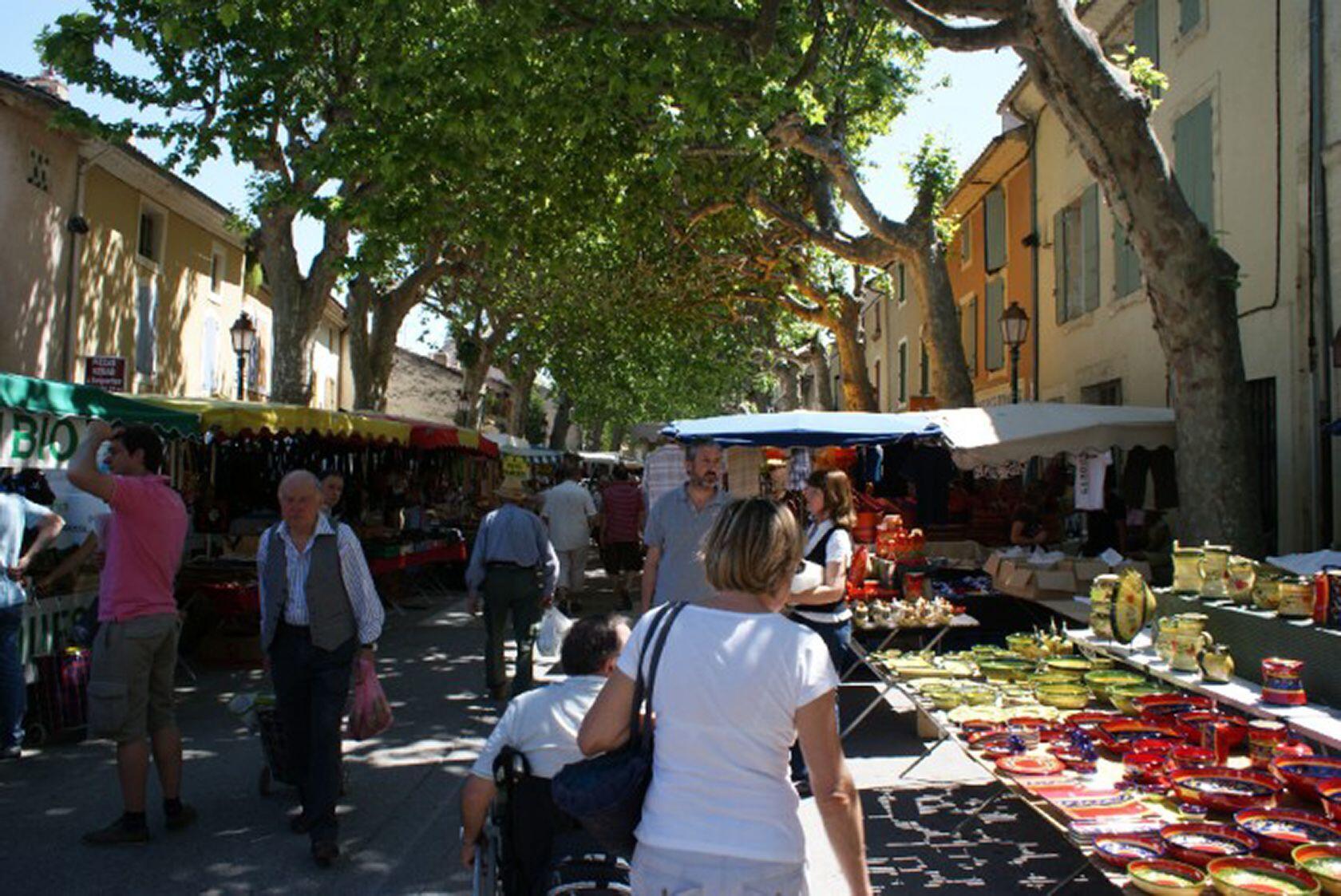 Sainte-Cécile-les-Vignes Market