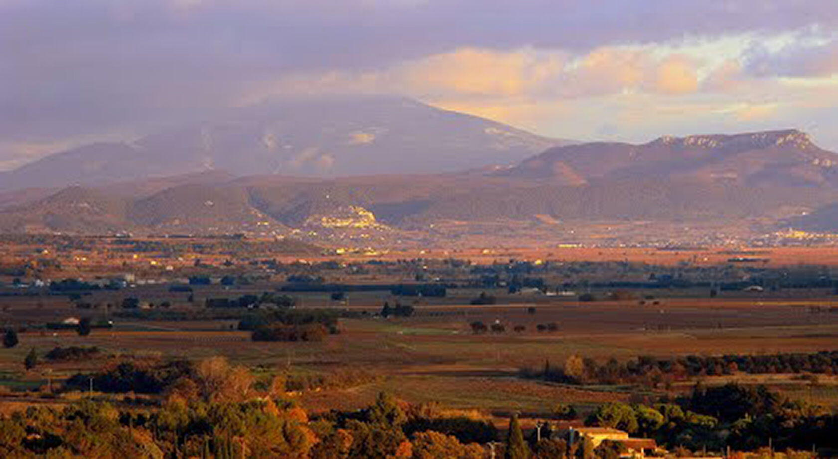 View Sainte-Cécile-les-Vignes towards Ventoux
