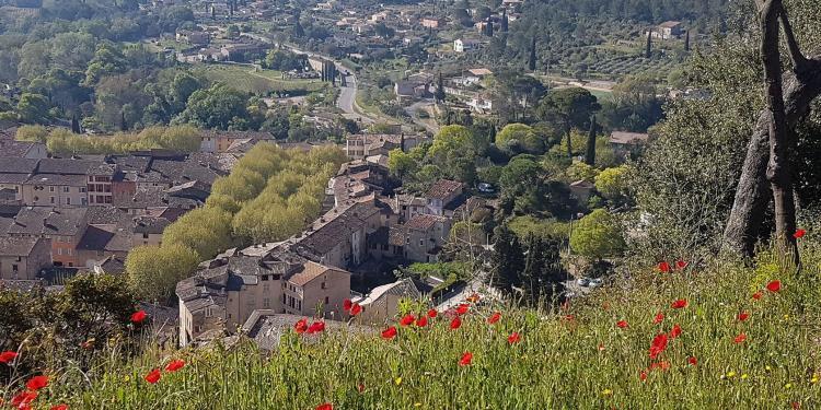 Cotignac Views Provencal Countryside Benefits Rural Village Provence