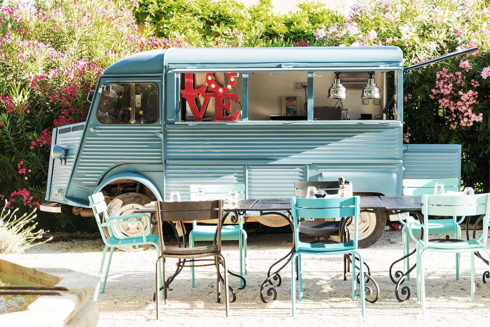 Food Trucks Provence hameau-des-baux-camion-bleu