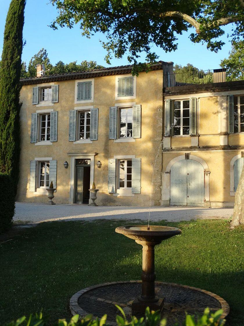 Join Best Provence Tour Chateau Constantin