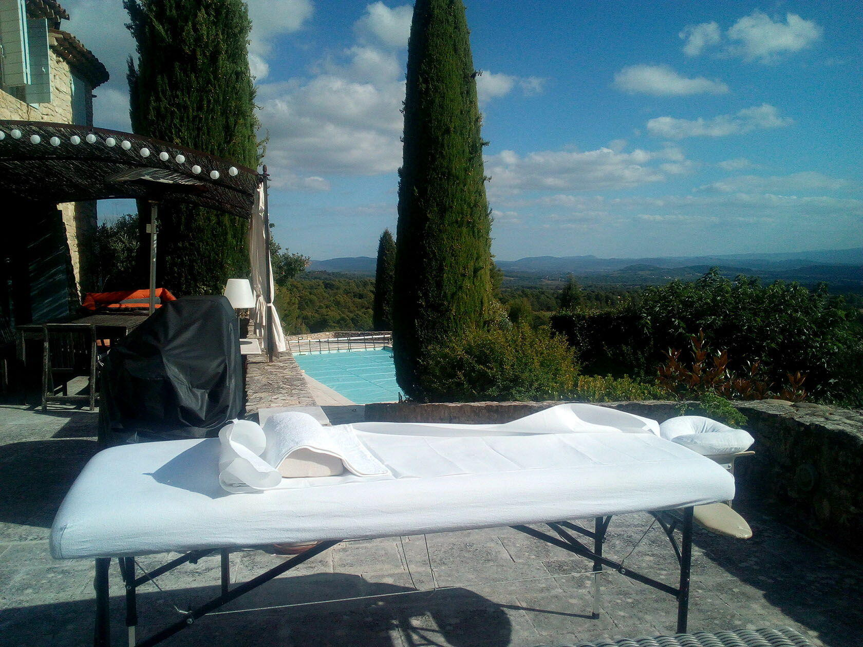 Flairesse Massage Relaxing Spas services in Provence