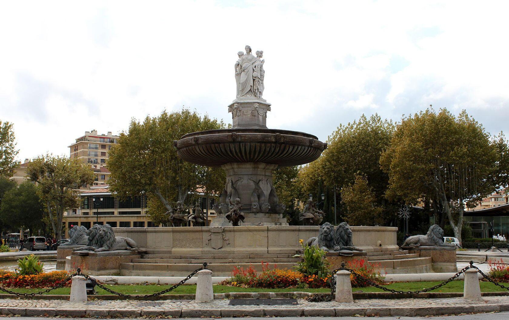 Walking Tour Fountains Aix La Rotonde