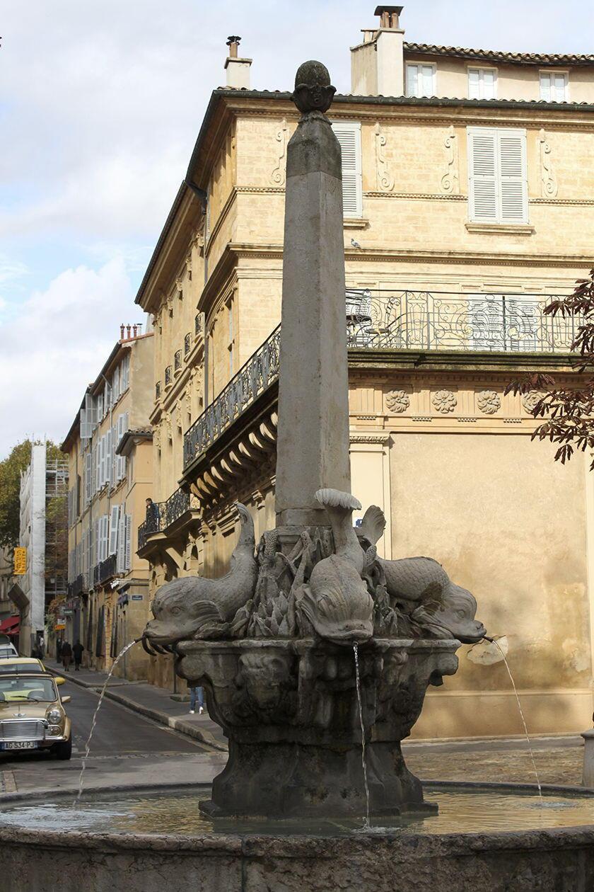 Walking Tour Fountains Aix-en-Provence Fontaine des Quatre Dauphins