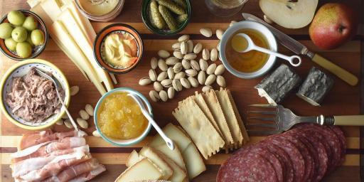 Easy Entertaining Make a Charcuterie Cheese Board