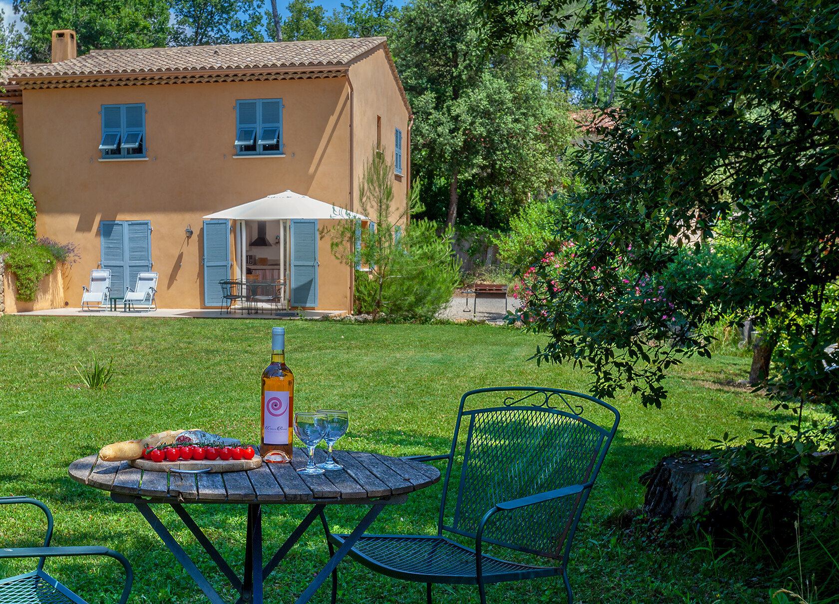 Lou Messugo garden Roquefort les Pins Living