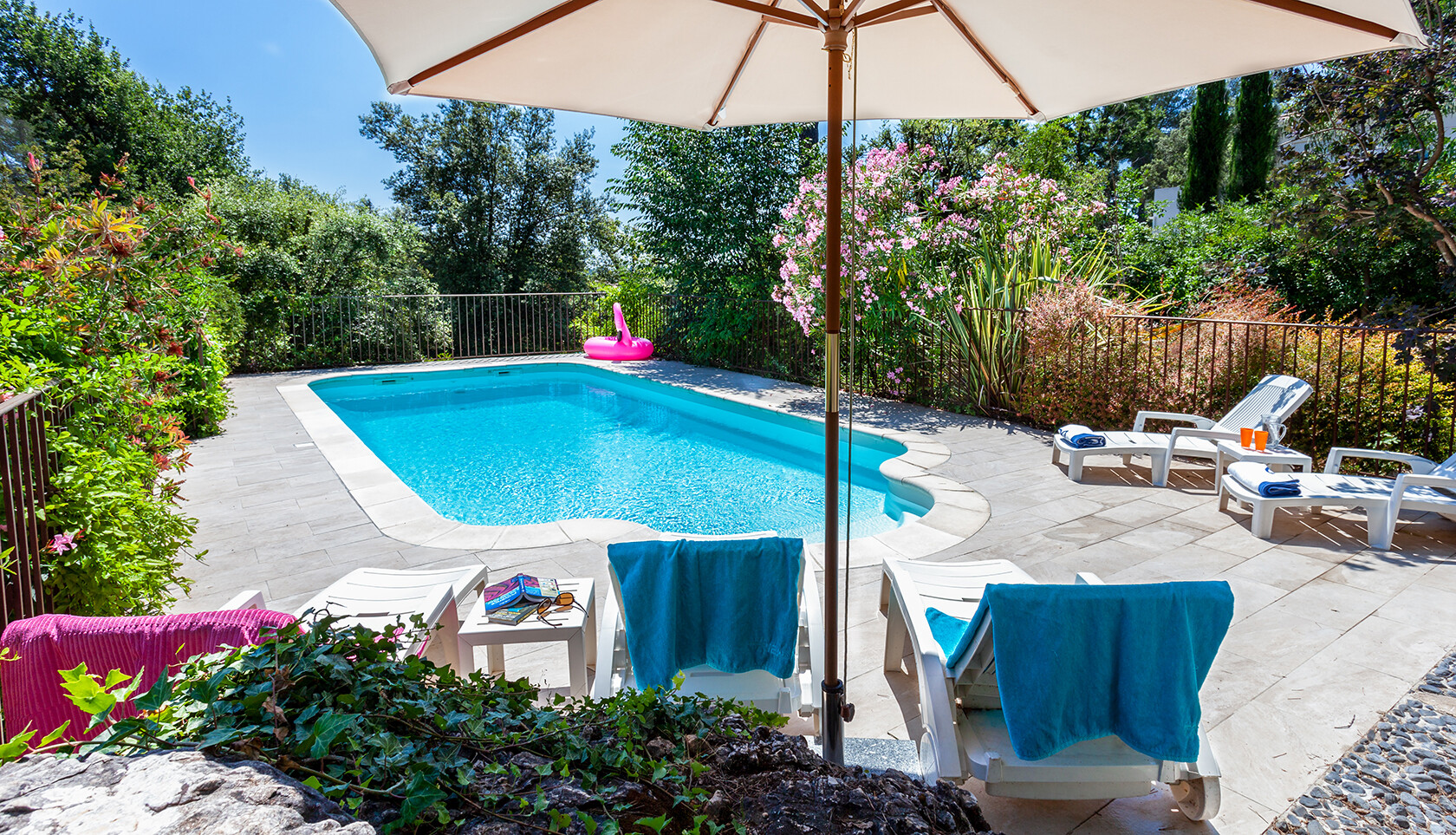 Lou Messugo pool Roquefort les Pins Easy Living