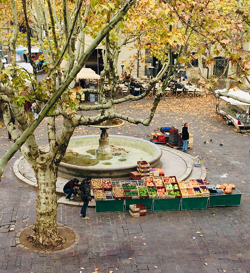 Uzes Holiday Apartment Rental Place des Herbes packing up the market