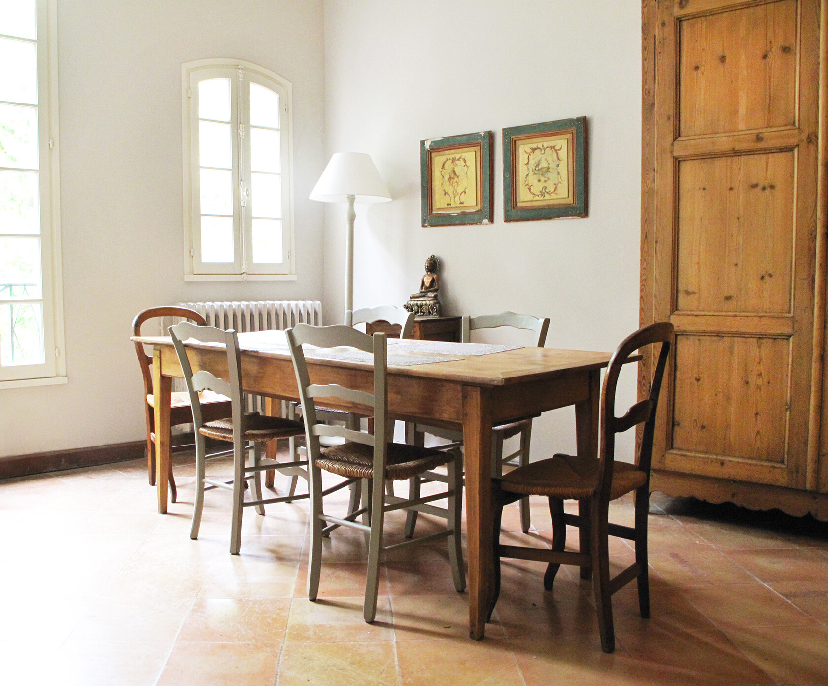 Uzes Holiday Apartment Rental dining corner