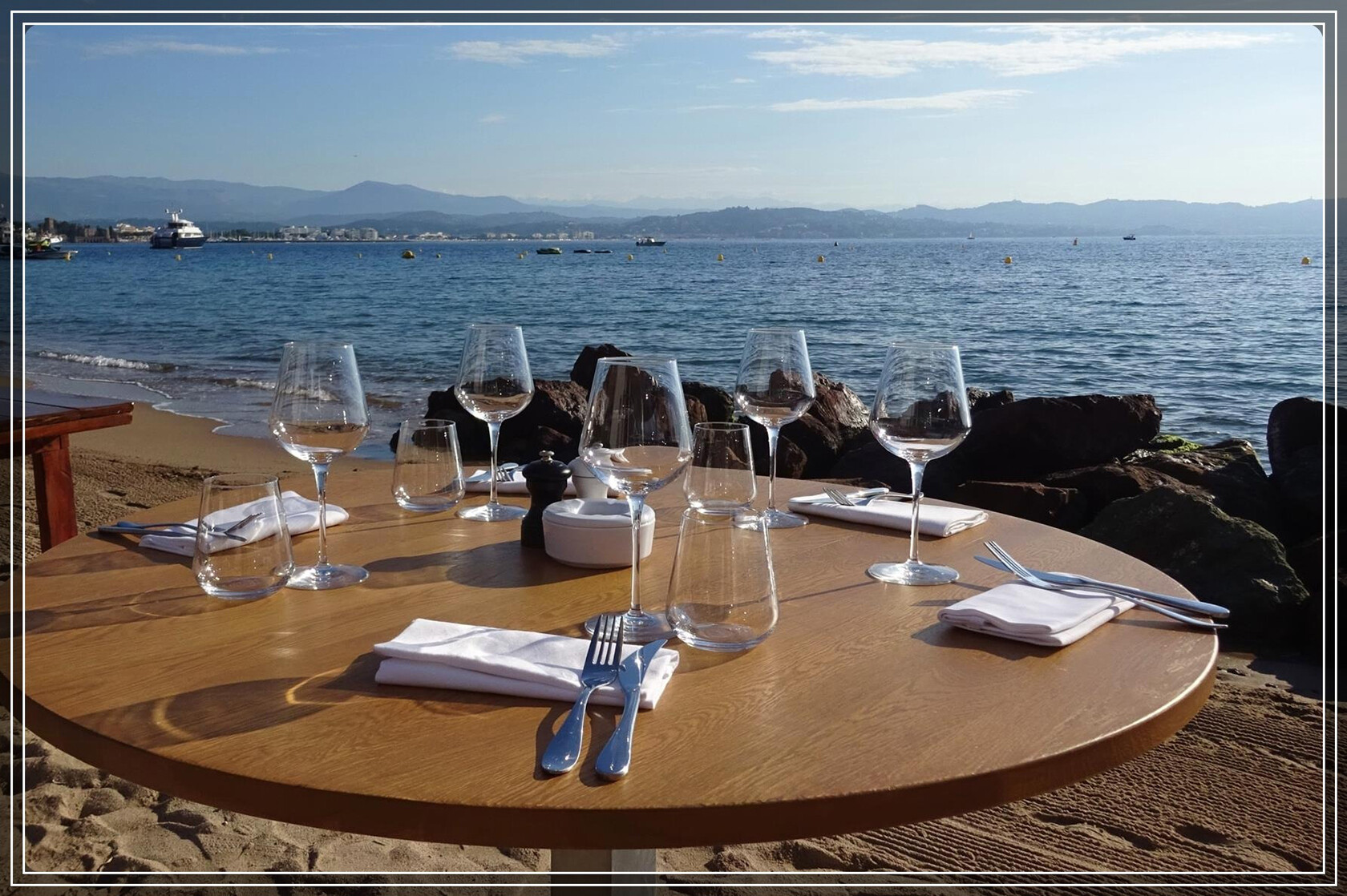 Affordable Family Holiday Riviera Beachside Dining