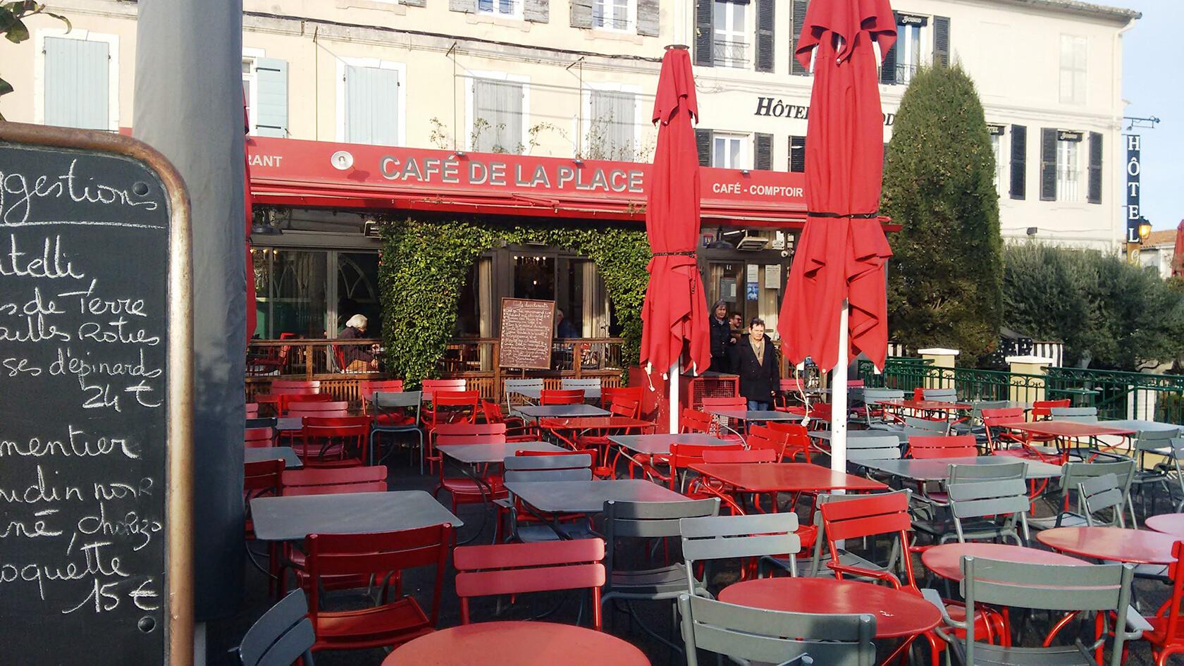 Popular Cafe de la Place St Remy de Provence