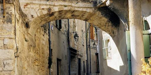 Visit Uzès and Nearby Pont du Gard